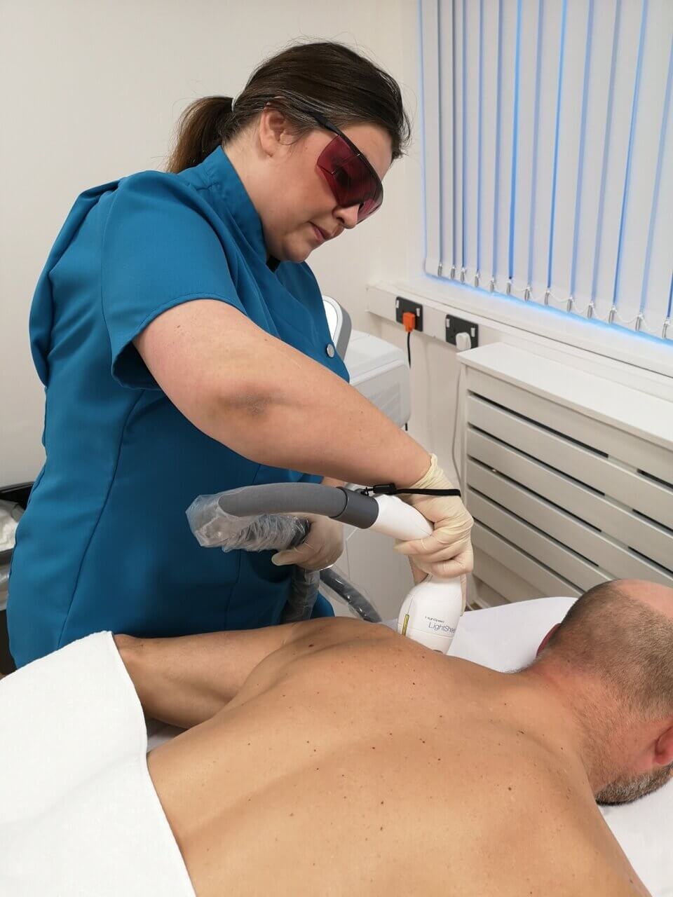 Male back hair removal at CALVEO